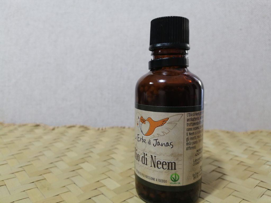olio di Neem contro pulci e zecche
